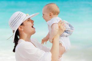 Familienurlaub-Billigreisen-mother-84628_640